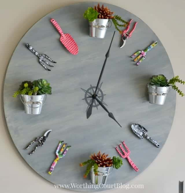 DIY Garden Clock created by Worthington Court Blog | Featured by SnazzyLittleThings.com
